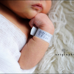newborn with hospital tag